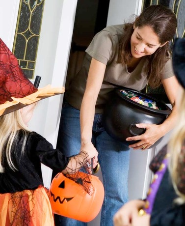 Electronics And Other Ideas To Keep Tabs On Your Trick-Or-Treaters