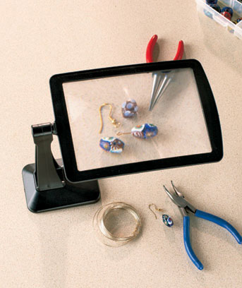 Freestanding Magnifying Screen