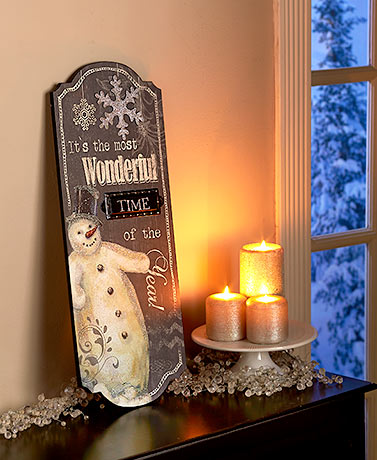 Traditional Holiday Wall Decor