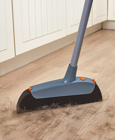 Casabella® Magnet™ Pet Broom